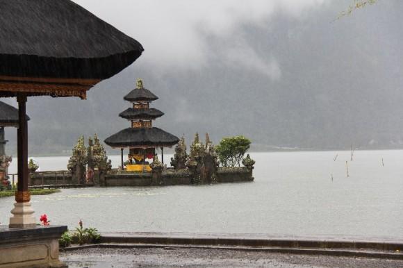 Ulun Danu Tempel am See